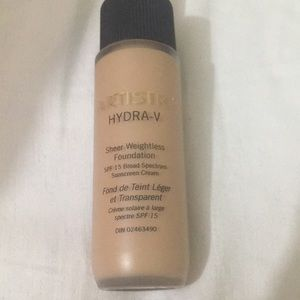 Artistry hydra v foundation